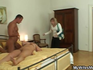 She catches her man and mom fucking together