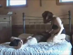 horny mom from CasualMilfSex(dot)com wants some sex