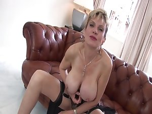 LADY SONIA Tit Obsessed