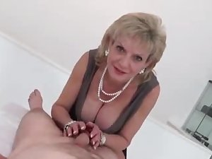 LADY SONIA This is how to treat Cock