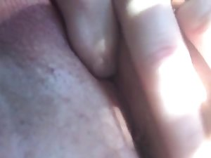 Thick Milf fingers her pussy