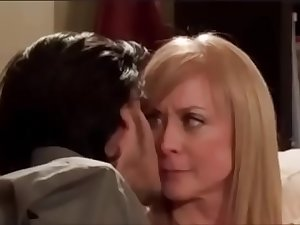 Pornmoza.com - Nina Hartley Hot Sensual Kiss in Mom'_s Son